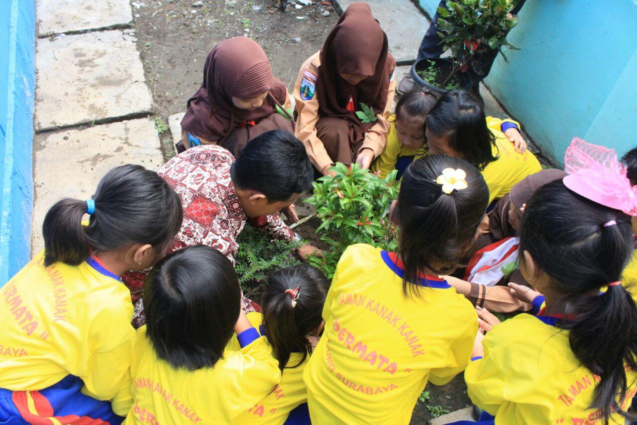 Sekolah Ini Bentuk Karakter Generasi Muda Cinta Lingkungan Dengan